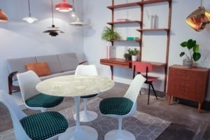 Knoll Saarinen Table Marble, Poulsen, Cadovius in design shop setting