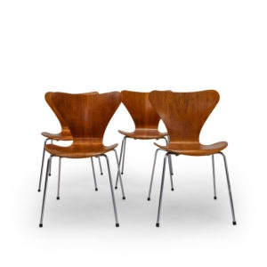 Fritz Hansen Vintage Mobilier 7 series Chair by Jacobsen.