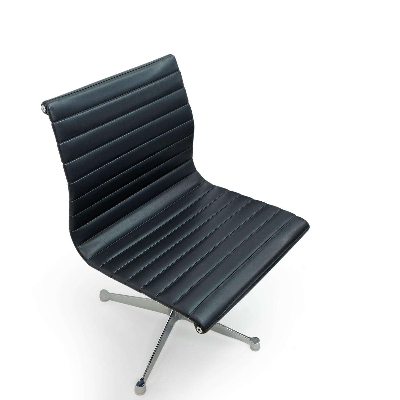 Image of: Set Of 4 Vintage Eames Ea105 Chairs By Herman Miller Sympledesign