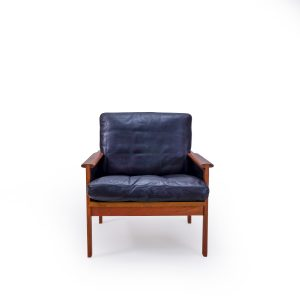 Vintage Armchair in leather by Illum Wikelso, Mid Century Modern