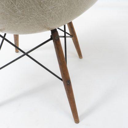 Eames Swivel base Armchair Rope edge 1940s Herman Miller dowel base