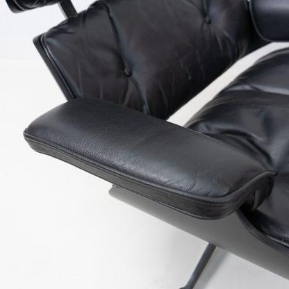 Herman Miller Eames Lounge Chair, black panel on black leather vintage
