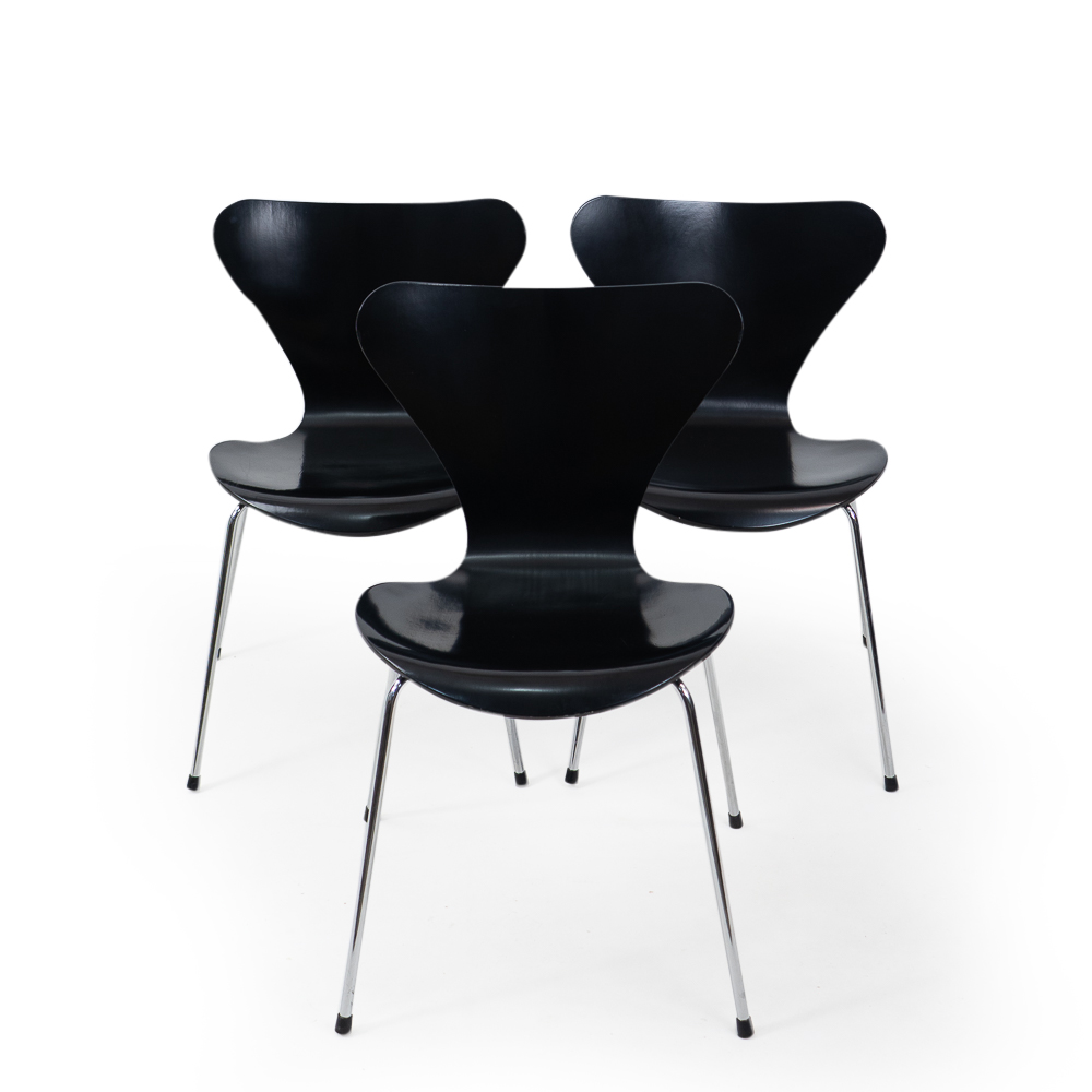 Fritz Hansen 3107 Chair by Arne Jacobsen Vintage Black wood