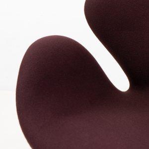 Fritz Hansen Arne Jacobsen Swan chair in brown wool for sale Switzerland